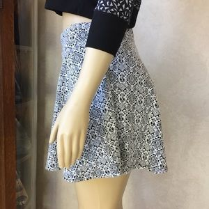 La Hearts Black/ White Textured and Pattern Skirt